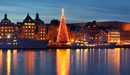 クリスマス ツリーのある取り入れ旧市街