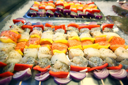 Colorful seafood skewers Banque d'images