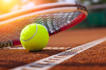 Balle de tennis sur un court de tennis Banque d'images - 31645467