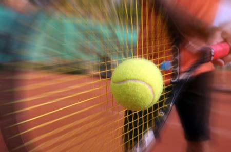 Joueur de tennis masculin en action Banque d'images - 32567461