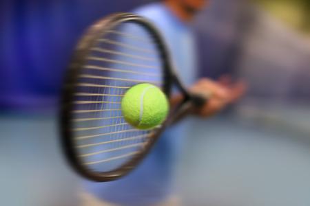 tennis racket: tenista en acción