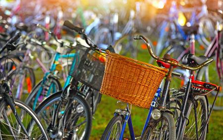 Parking Vélos lot Banque d'images - 44170825