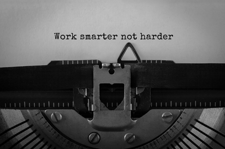 Text Work smarter not harder typed on retro typewriter Stockfoto