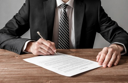 Close up business man signing contract making a deal, business and success concept Stockfoto