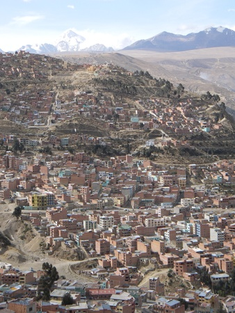 la paz: La Paz, the capital of Bolivia, is overlooked by Illimani Mountain. The sides of the valley of La Paz are covered with simple mud brick homes Stock Photo