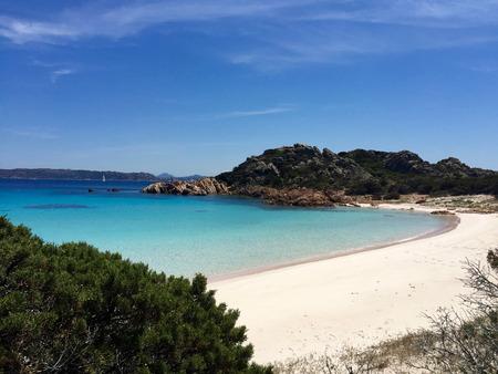 Siaggia Rosa (Pink Beach) ist ein Strand auf der Insel Budelli vor der Küste od Sardinien, Italien Standard-Bild - 60547105