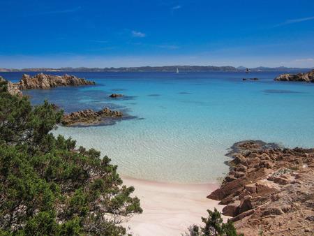 Spiaggia Rosa (rosa Strand) ist ein Strand auf der Insel Budelli in Sardinien Italien Standard-Bild - 63039895