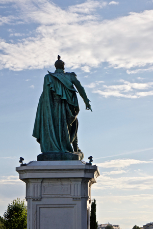 irrespeto: Statue of a general with pigeon on the head  Statue of Napoleon in city of Nice