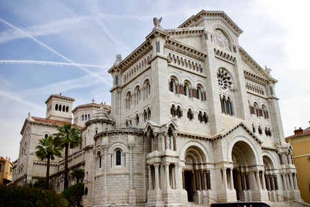 Cathédrale Saint-Nicolas de Monaco / Eglise catholique en pierre blanche en Europe
