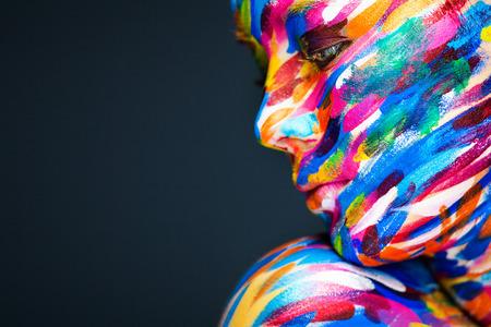 Porträt des hellen schönen jungen Frau mit Make-up Kunst Standard-Bild - 39364611