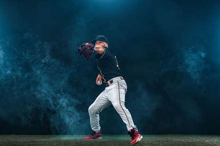 Baseball player on dark background. Ballplayer portrait. 版權商用圖片