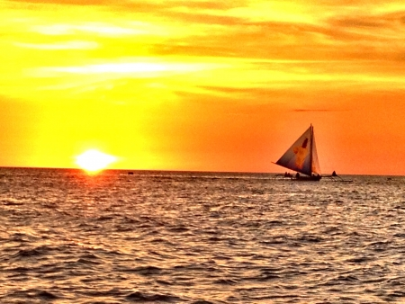 boracay: This photo shows the breathtaking moment as you witness the sunsetin boracay island.
