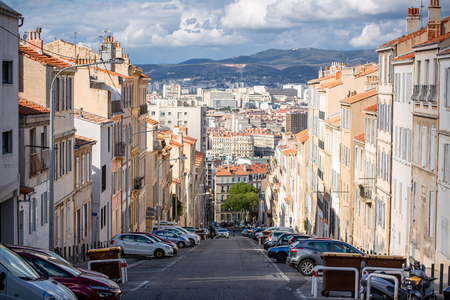 Sloping street in Marseille 免版税图像