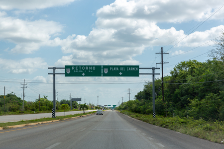 Mexican highway with green road signs Imagens