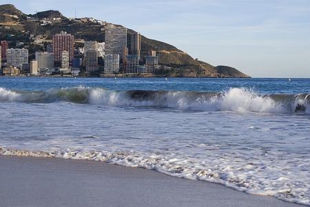 スペイン。地中海。コスタ ・ ブランカ。波。ビーチ。