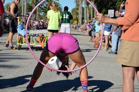 베니스, 플로리다 -10 월 18 일 : 경쟁자 베니스 플로리다에서에서 2014 년 10 월 18 일에 11 일 연간 베니스 태양 Fiesta 침대 레이스 중 침대 경주의 일환으로
