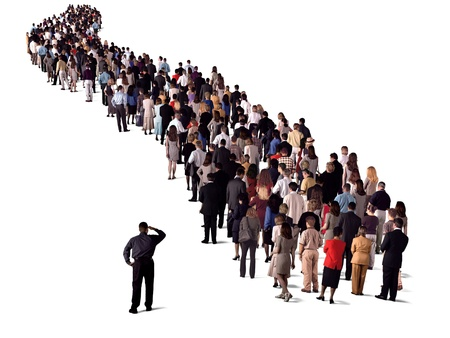 fila di persone: gruppo di persone in attesa in linea, vista posteriore