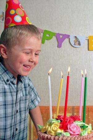 torta con candeline: bambino compleanno