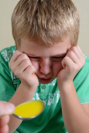tomar medicina: Hijo se niega a tomar medicamentos