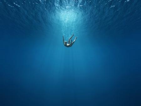 ahogarse: El hombre cae en las profundidades