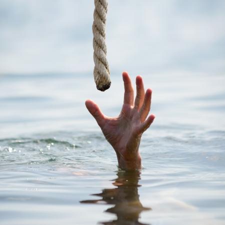 물에 빠진 사람을 절약
