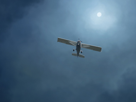 airplane in a stormy sky Imagens