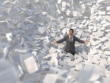 Uomo d'affari in una tempesta di carta