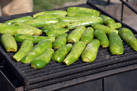 grilled vegetables, cooking in the open air Imagens