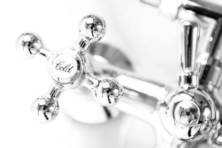 plumbing: Nueva Fauset en el cuarto de ba�o Foto de archivo