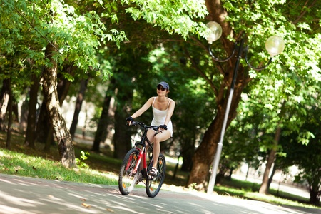 Girl cycling in the park. Фото со стока