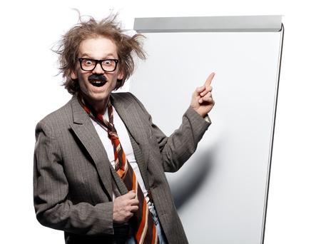 rimmed: Profesor loco  cient�fico  profesor con el peinado de loco con gafas de montura de cuerno y la posici�n bigote falso frente a una pizarra y apuntando con la cara de tonto feliz