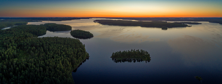 Aerial panoramic view of Suoyarvi lake at sunrise surrounded by forests of Karelia, Russia Stockfoto