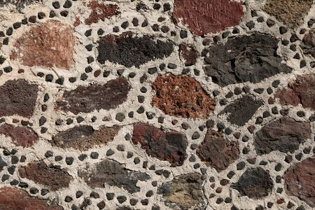 Close up on the stone wall of the aztec pyramid, ancient city of Teotihuacan, Mexico 免版税图像