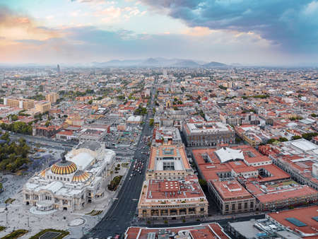 Mexico city aerial view from Torre Latinoamericana. Palacio de Bellas Artes, Alameda Central and downtown 新闻类图片