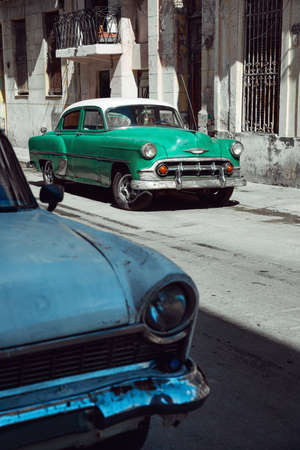 Retro cars parked on the street of Havana, Cuba 新闻类图片