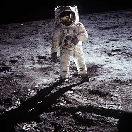 the first man on the moon. Cosmonaut. The photo taken from NASA Standard-Bild - 106385302