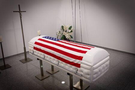 USA Bestattungsinstitut mit neuem modernen Retro-Chesterfield