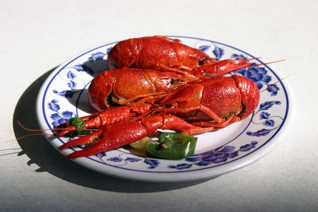 ta: boiled crawfish on a plate in a chinese restaurant