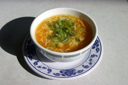 plato del buen comer: sopa de flor de huevo en un restaurante chino