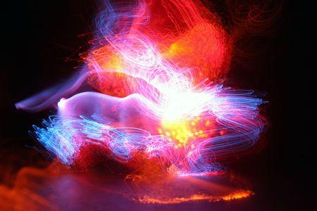 fibre optique: peinture avec l'aide de la lumi�re de l'ampoule ou le temps technique de tours dans une chambre noir avec multi couleur fiber optique ,99 cent enfants jouet pour les grands effets de base Banque d'images