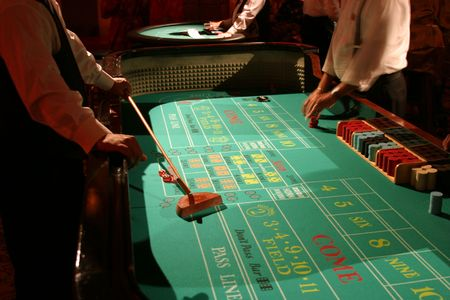 craps: craps being played right before your eyes