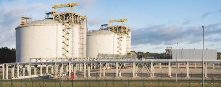 Das LNG-Terminal in Swinemünde, Polen Standard-Bild - 71018125