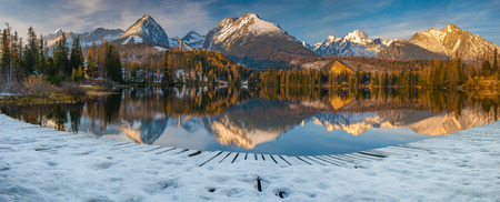 panorama of a mountain lake in winter scenery, Strbske Pleso, Slovakia, High Tatras 스톡 콘텐츠