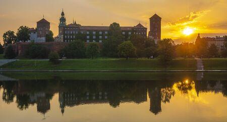 Krakow, Poland - Wawel Royal Castle at sunrise Standard-Bild - 128139884