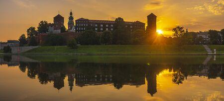 Krakow, Poland - Wawel Royal Castle at sunrise Standard-Bild - 128139889
