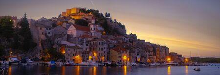 Sibenik, North Dalmatia, Croatia-panorama of the old town Standard-Bild - 132235327