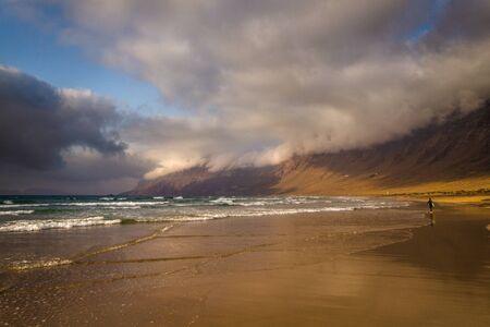 Famara Beach, Lanzarote Standard-Bild - 132235414