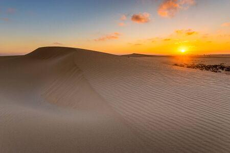 Sand dunes in the National Park of Dunas de Corralejo during a beautiful sunrise- Canary Islands - Fuerteventura Standard-Bild - 142990093