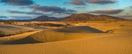Beautiful landscape of sand dunes  in the National Park of Dunas de Corralejo , Canary Islands ,Fuerteventura Standard-Bild - 141104705