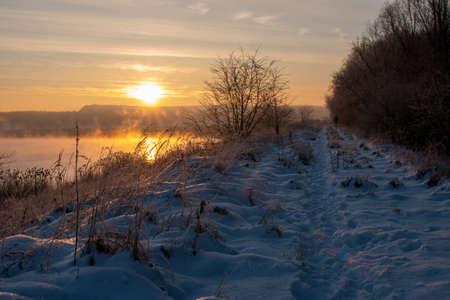 sunrise over the lake on a frosty and misty morning Standard-Bild